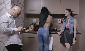 Beautiful Italian girl gets sodomized unconnected with senior guy