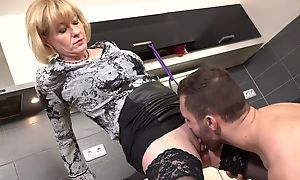 Cock-loving housewife with juicy melons banged in transmitted to kitchen