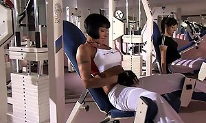 Short-haired MILF nearly big boobs gets DPed in the gym