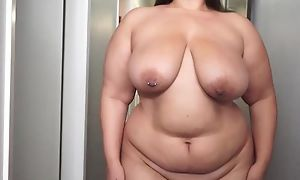 Fat brunette masturbates in the same way as there's no tomorrow
