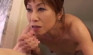 Skinny Milf Sucking Young Guy Cum To Mouth Almost The Bathtube