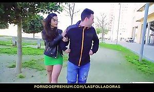 LAS FOLLADORAS - Pornostars Exhaust Presley follada por un amateur por primera vez en el porno
