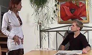 Freund fickt seine rothaarige Freundin hart und dreckig - Amateur