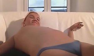 Junges Mediocre Pä_rchen fickt geil aauf der Couch