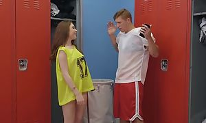 Athletic coxcomb Oliver Flynn fucks cute chick not far from the locker zone